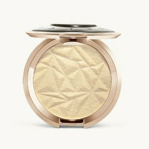 Brand New in Box Becca Highlighter Vanilla Quartz